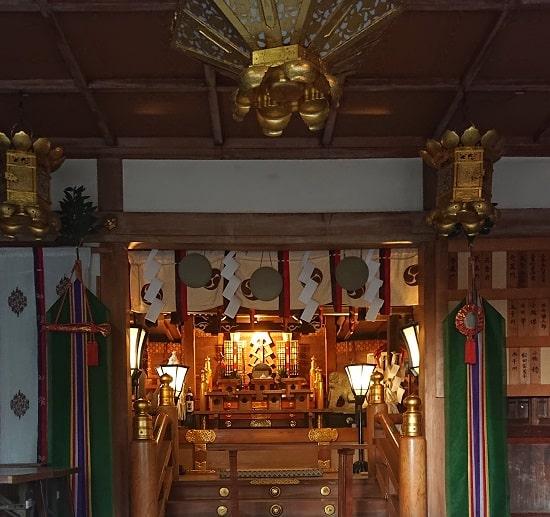 三条八幡神社の境内