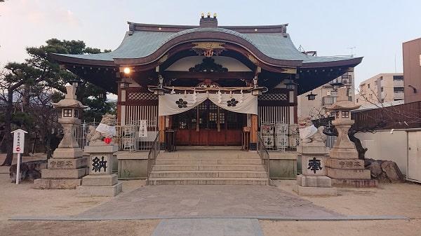 打出天神社の拝殿