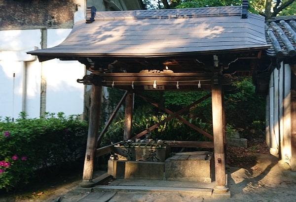 伊居太神社の手水舎