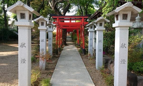 小戸神社の摂末社である鹿島神社と稲荷神社