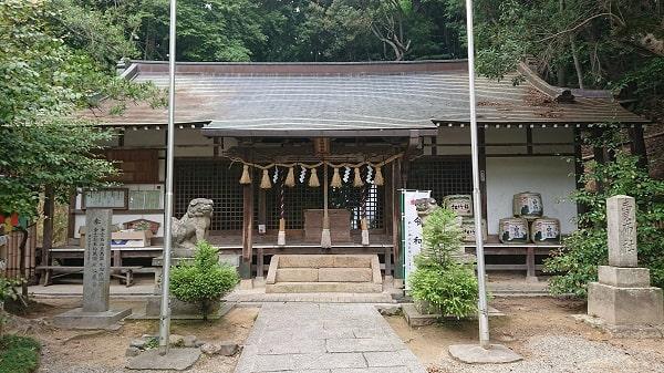 売布神社の拝殿