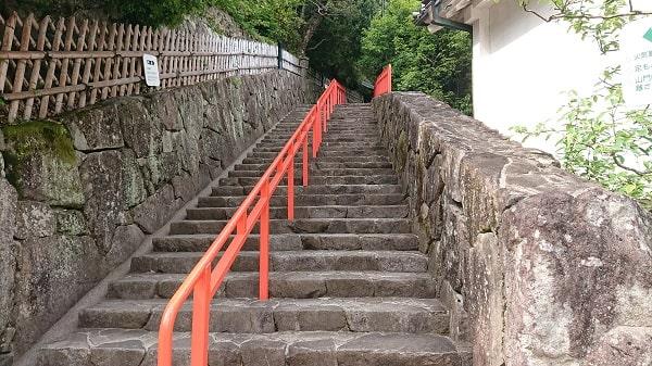 清荒神の本堂へ続く階段