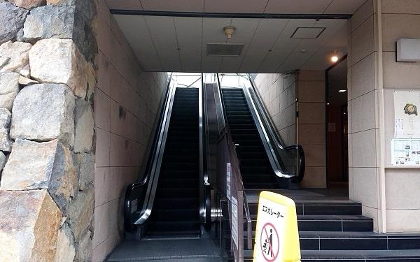 中山寺のエスカレーター