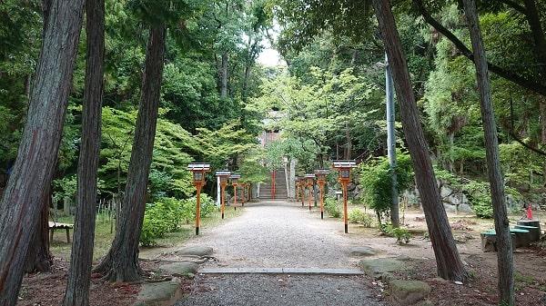関西にある神社・お寺のご利益と参拝方法について