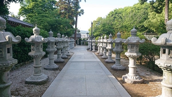 伊和志津神社の境内