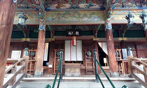 中山寺の本堂