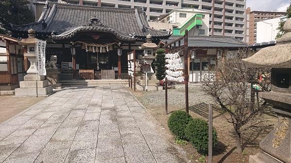 富島神社の境内