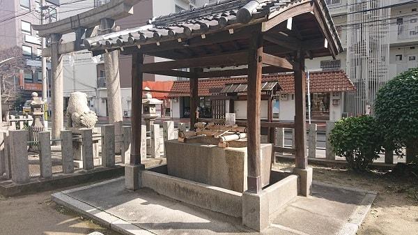 富島神社の手水舎