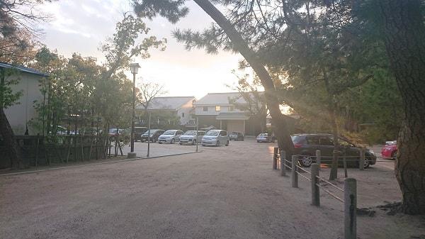 西宮神社の駐車場