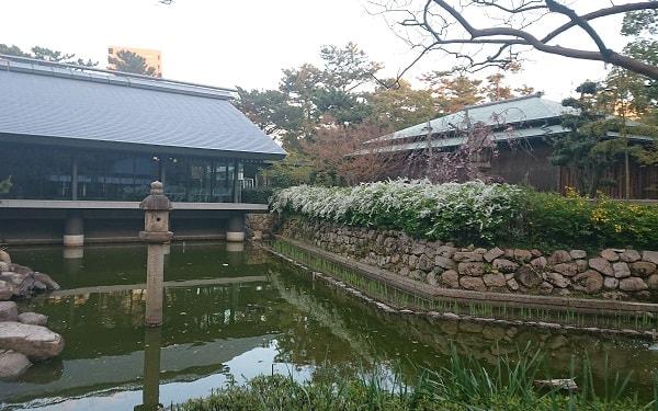 西宮神社の神池