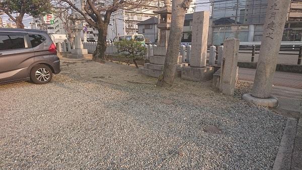 神明八幡神社の駐車場