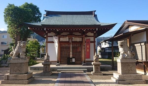 芦屋市の日吉神社の拝殿