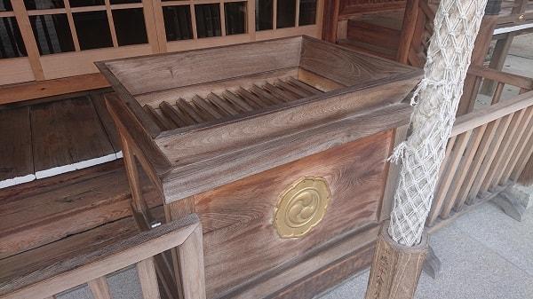神明八幡神社のお賽銭箱