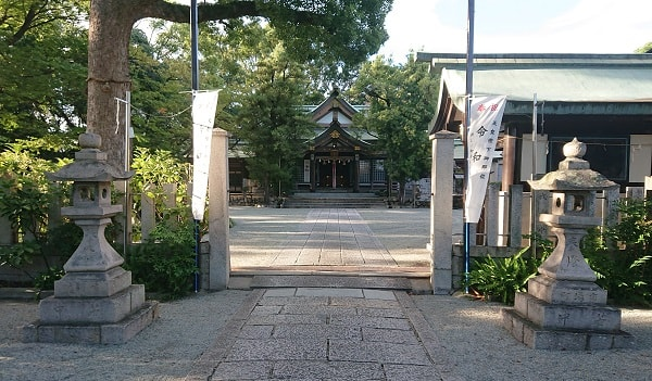 東天神社の境内