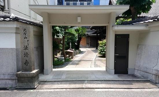 かしく寺の入り口