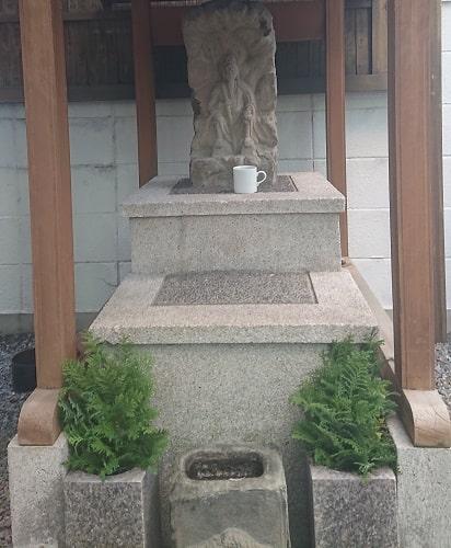 さいの木神社の石像